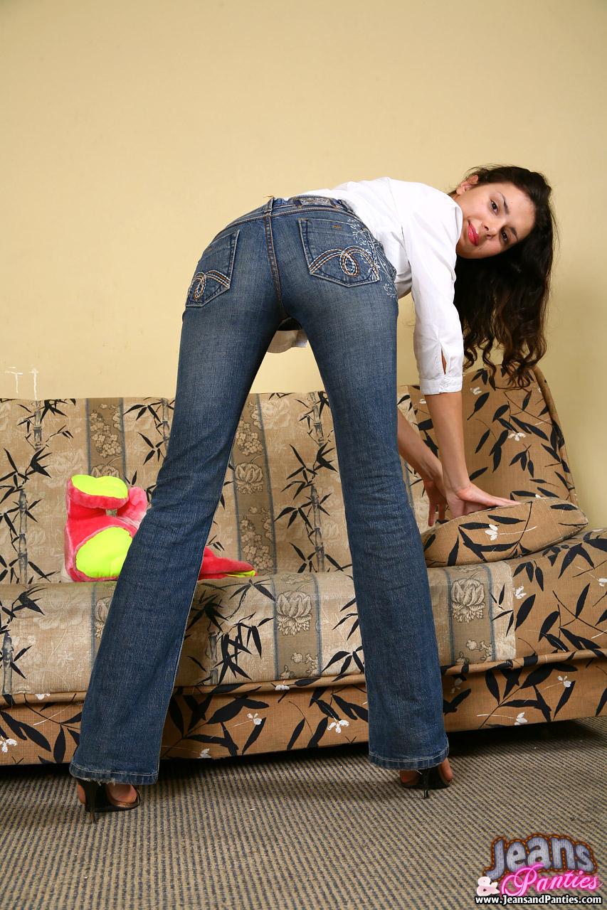 Секс в обтягующих джинсах 14 фотография